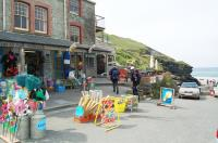 Trebarwith Strand - beachside shops